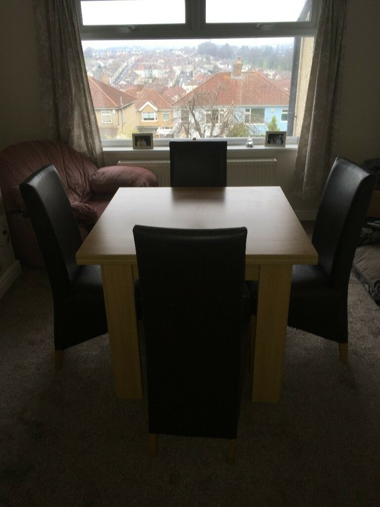 Dining Table and 4 chairs (extendable)
