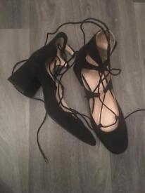 Zara Ghillie tie shoes. Block heel size 6 Suede