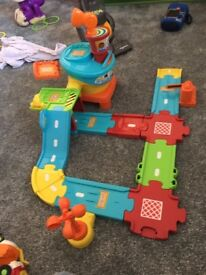 Toot toot airport with deluxe extra track and 8 vehicles.