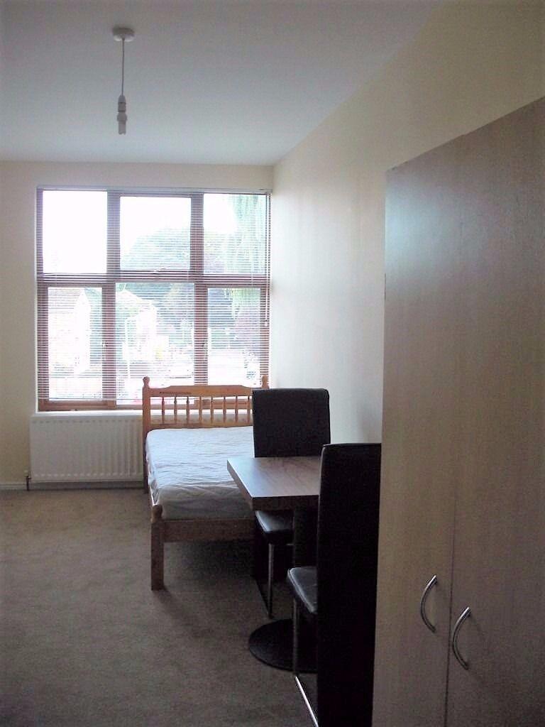 Uxbridge City Centre - Nice Double Room