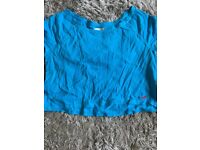 2 x hollister tea shirts size large