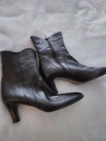 PAIR LADIES BLACK SOFT LEATHER BOOTS SIZE EURO 40 /6 1/2 UK