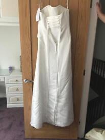 Beautiful wedding dress Linzi Jay never worn still with tags size 12
