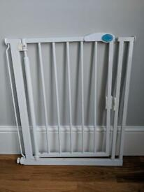 Bettacare Auto Close Stair Gate Safety Gate (68.5 to 75 cm,)