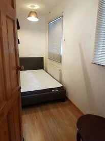 Double Room, £450 pcm, Birdsfoot Lane, available for single lady or couple