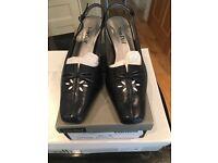 Van Dahl ladies leather shoes 5.5