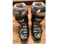 Ladies Salomon ski boots 23.5 approx shoe size 4