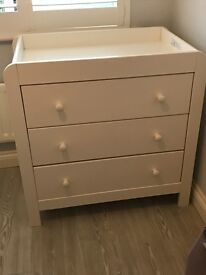 Mamas and Papas white wardrobe and drawers/changing units in excellent condition