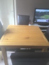 Oak dining table and 4 chairs, extends to seat 6