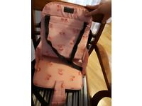 Travel seat in pink