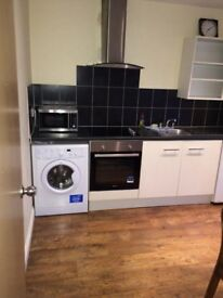 ROOMS IN SHARED HOUSE NEAR TOWN & TRAIN STATION. EN SUITE & FLATS AVAILABLE