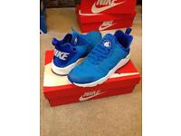 Nike hurraches size 6