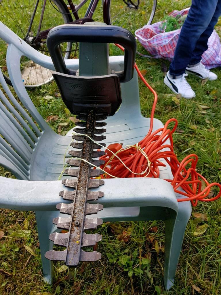 Electric headge cutter