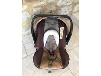 Rear facing car seat (13kg) with Hood