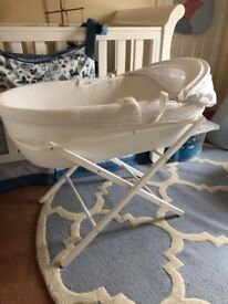 Shnuggle Classic Moses Basket and Stand White with nearly new mattress and five fitted sheets