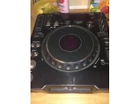 Cdj 1000 mk3,few scratches of wear & tear.works perfectly.can be seen working before purchasing