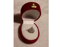 Stunning 14K White Gold & Heart Pattern Diamond Cluster Ring