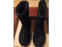 Ugg Australia classic short constellation black boots