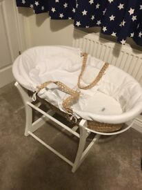 Mama's & Papa's Moses Basket (stand included)