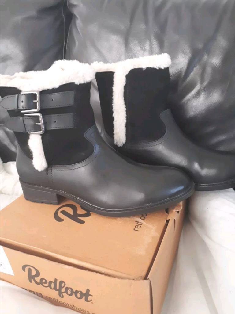 Womans black leather boot size 8