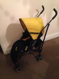 Stroller comes with cosy toes and rain cover
