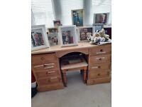 Pretty pine desk