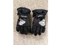 Child's D2B ski gloves age 4-5 yrs