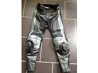 AS NEW AGV LEATHER MOTORBIKE TROUSERS +NEW KNEE GUARDS £50 OVNO