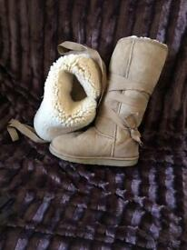 GENUINE EMU BOOTS FROM AUSTRALIA IN LIGHT CARAMEL SUEDE SIZE 6