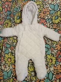 Unisex Baby White Padded Hooded Pramsuit Age 0-3 Months