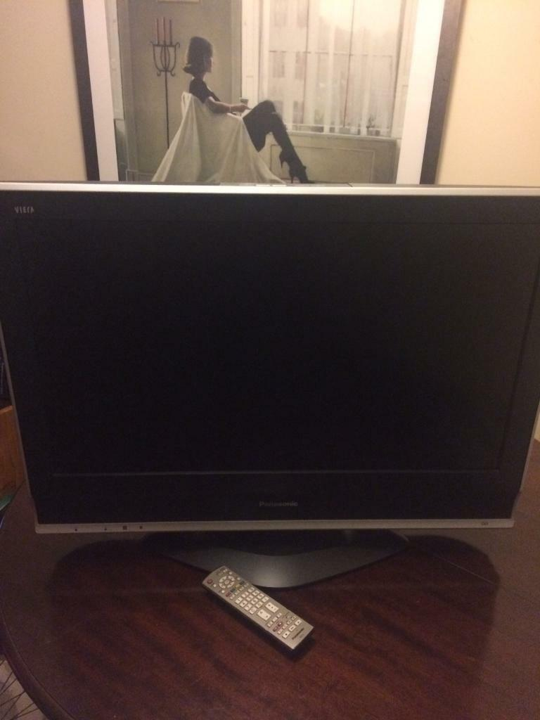 "32"" Panasonic LCD with remote and pedestal foot"