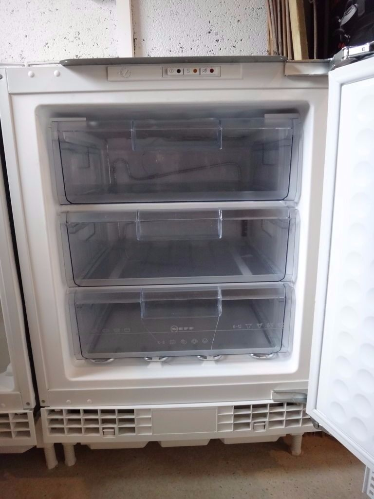'**NEFF**UNDERCOUNTER FREEZER**FROST FREE**INTEGRATED**ONLY £60**COLLECTION\DELIVERY**