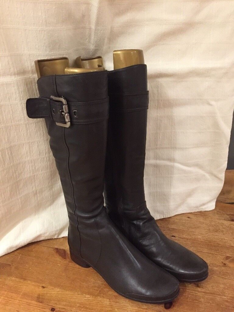 Italian Designer Boots Size 7. As new - bargain