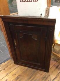 VINTAGE ANTIQUE RUSTIC PRETTY DARK OAK INLAID CORNER HANGING CUPBOARD COUNTRY HOUSE CHIC