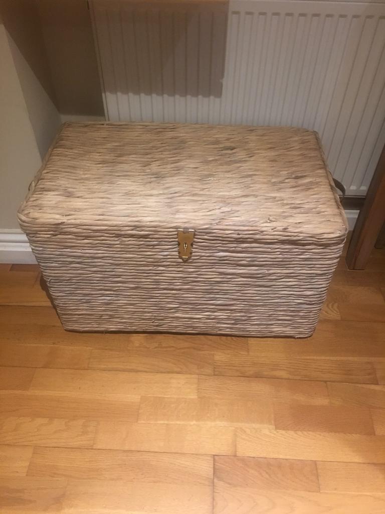 Wicker box/ottoman