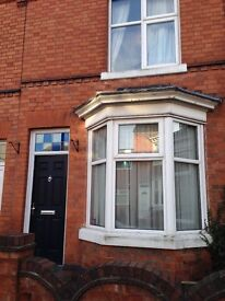 Double room Monday To Friday to let, close to jct 21 M1