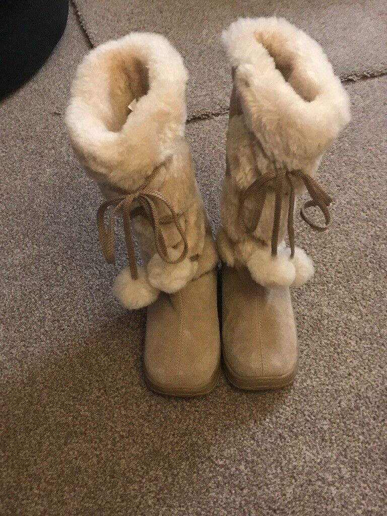 8e42256dc3c Genuine Knee High Lace Up Sheepskin Ugg Boots from Australia. size 4  5  Never Worn.