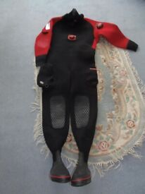 MENS SUBA DIVING DRY SUIT. SIZE XXLARGE SIZE 11 BOOTS & FINS PERFECT CONDITION