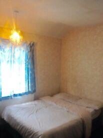 A nice location large double room 8 min walk to white city underground and westfield