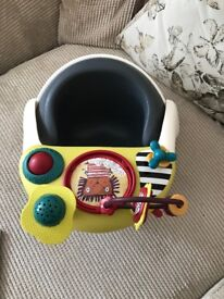 Mamas and Papas Baby Snug and activity tray Excellent Condition
