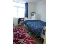 Spacious Double Bedroom in Newly Refurbished Flat £570