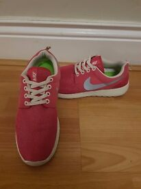 jkrqb Nike Roshe Run Womens Trainers - Size 4 - Running   in Houghton Le