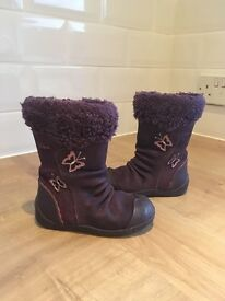 Kids Size 6.5 F CLARKS Purple suede/ leather/ fur boots - in very good condition.