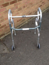 WALKING FRAME MOBILE AND FOLDABLE