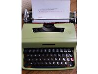 VINTAGE 1964 typewriter pistachio Olivetti Lettera 32 cover & carry case CAN POST