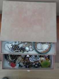 Box of assorted costume jewellery