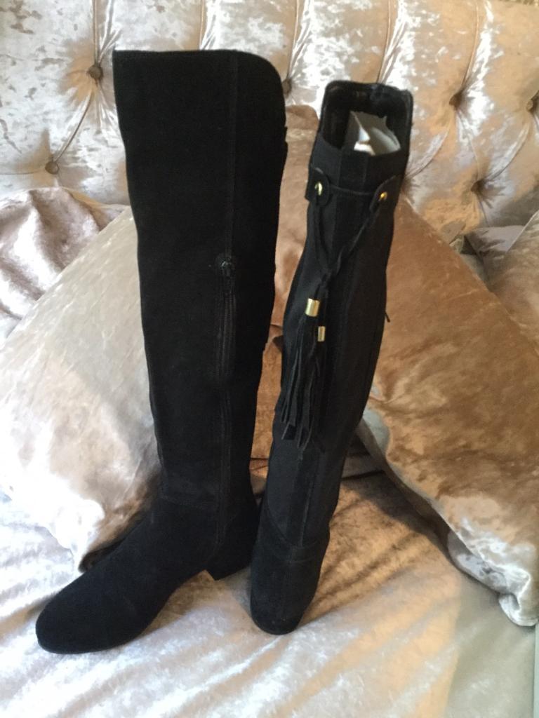 79d5b3e53a6 Carvela boots size 4