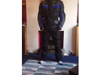 Raven 100% waterproof armored motorcycle jacket (L) AND trousers (M)