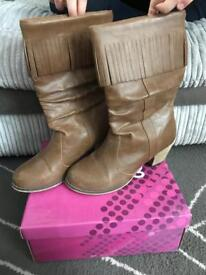 Brown boots size 4