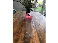 Fruit infusion water bottle - 750ml - Sweaty Betty Coral Water Bottle
